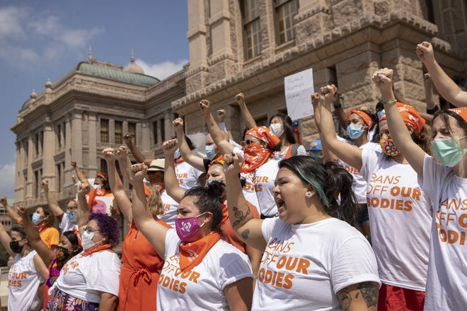 Women protest against Texas' abortion law at the Capitol in Austin on Sept. 1. [JAY JANNER/AMERICAN-STATESMAN via AP]