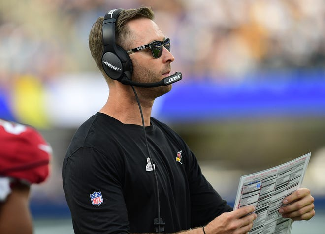 Cardinals head coach Kliff Kingsbury watches game action against the Los Angeles Rams.
