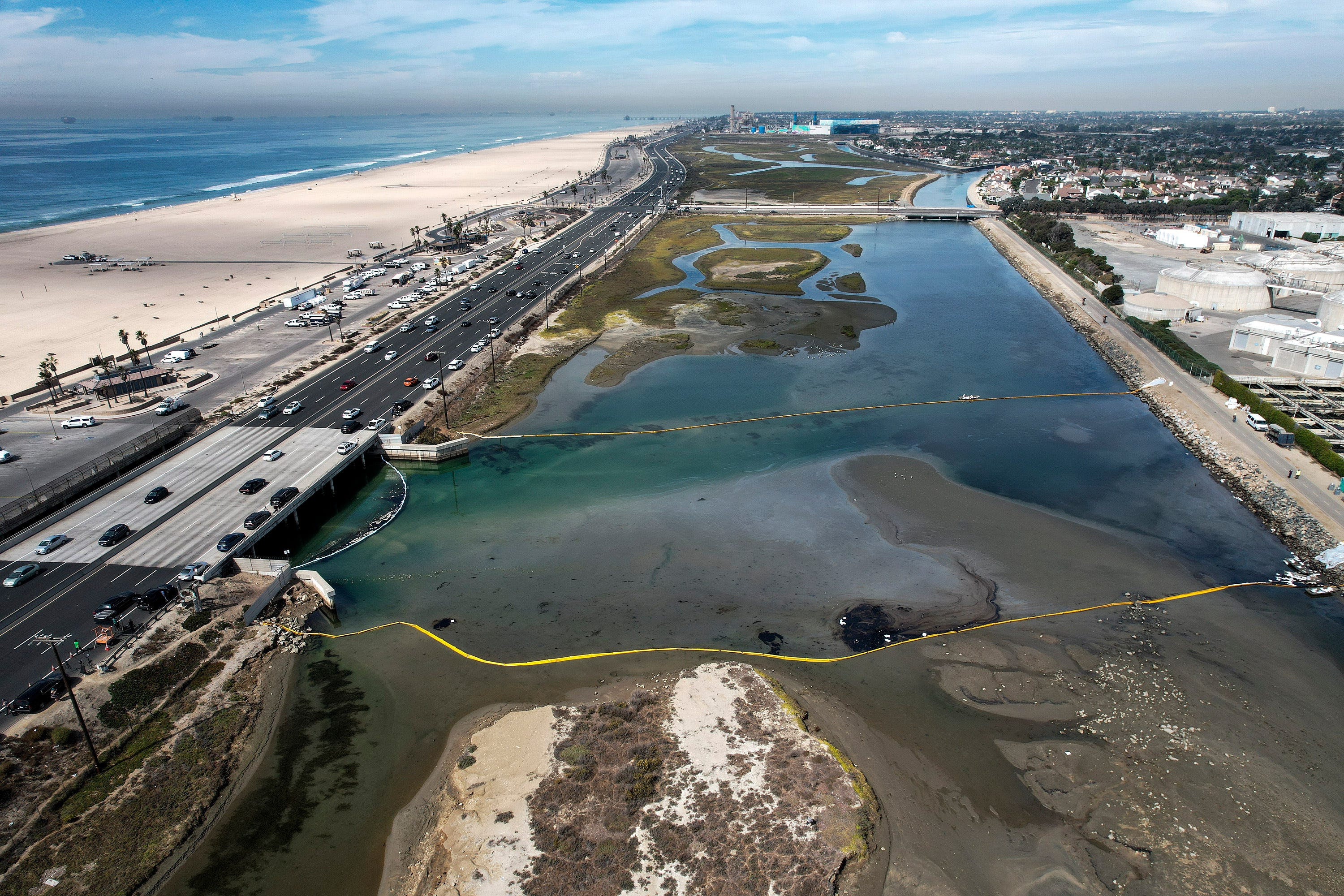 Massive California oil spill was reported Friday. But nobody told the millions who went to the beaches