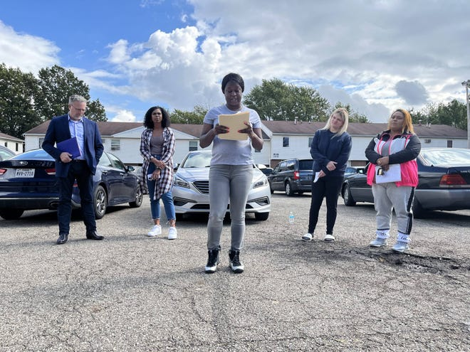 Edmikia Minter with the newly formed Ericsson's Tenant Union talks about unfair housing treatment and poor conditions Monday in a parking lot at the low-income apartments in East Akron. Behind her, from left to right, are John Petit with Community Legal Aid, Dee McCall with FreedomBLOC, fellow tenant Samantha Garvis and Angela Garcia, a leader in another tenant union at the neighboring Wilbeth Arlington Homes apartments.
