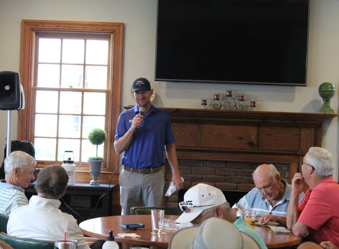 Professional golfer Vaughn Taylor speaks with Mount Vintage members and tournament volunteers ahead of the Vaughn Taylor Championship on Tuesday, Oct. 5. The AJGA tournament is set to begin Oct. 13.