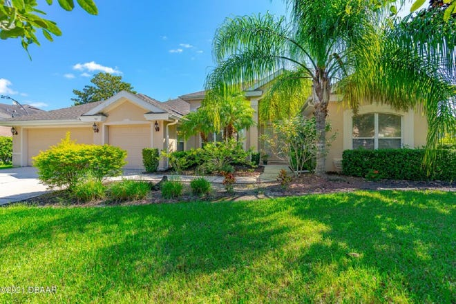 This lakefront pool home, situated on one of the most sought-after streets in gated Breakaway Trails, a community know for its privacy, security and serenity.