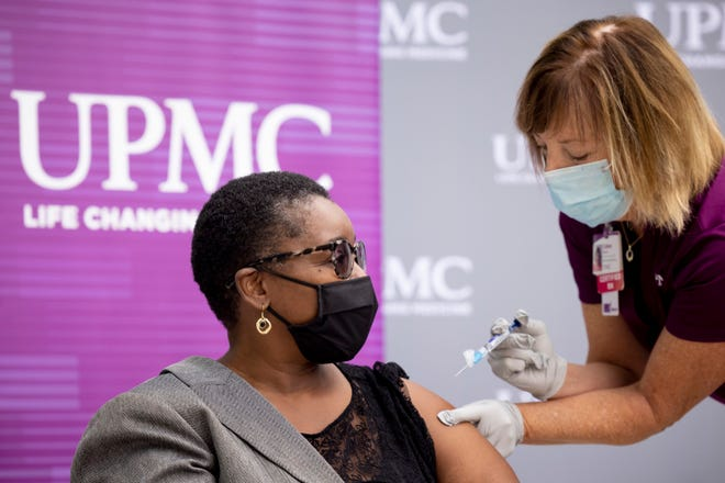 Colleen Blackall, Certified RN with UPMC Pinnacle Medical Services, giving the flu shot to Acting Physician General Dr. Denise Johnson. Johnson, Deputy Secretary for Health Preparedness and Community Protection Ray Barishansky and UPMC Infectious Disease Specialist Dr. John Goldman, will discuss the 2021-2022 flu season and stress the importance of getting a flu vaccine early in the season. Oct. 4, 2021 - Mechanicsburg, PA