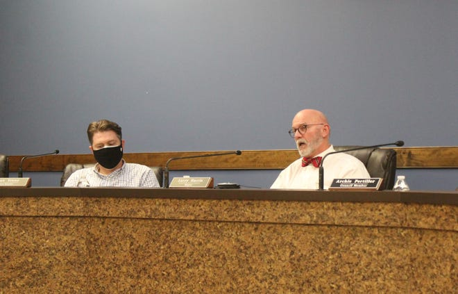 Mayor Larry Harris and Vice Mayor Ryan Stone both have terms ending in 2022.