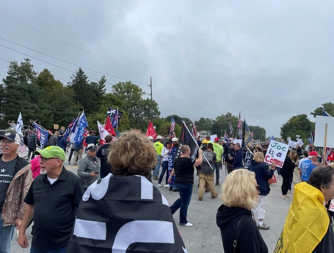 After President Biden's motorcade passed by, many people flooded M-59, Tuesday, Oct. 5, 2021.