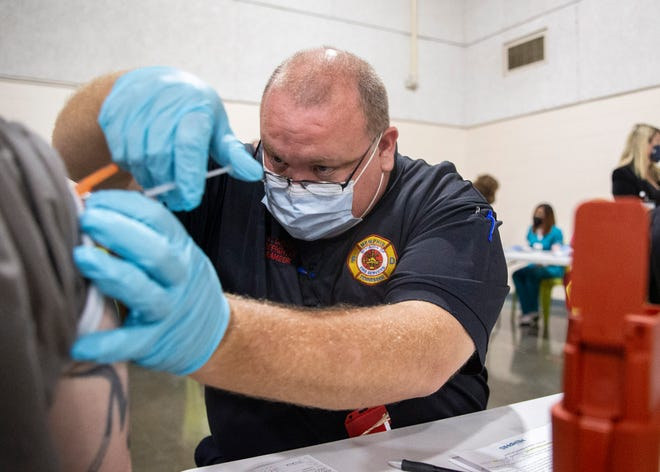 Timothy Davis, a Memphis Fire Department firefighter paramedic, administers the Johnson & Johnson vaccine COVID-19 vaccine to an inmate at the Shelby County Corrections Department in Memphis, Tenn., on Tuesday, Oct. 5, 2021.