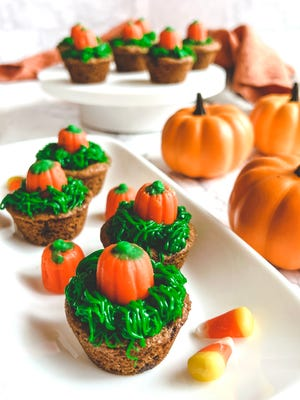 Only four ingredients are needed to make these  Pumpkin Patch Cookie Cups, an adorable treat for Halloween.