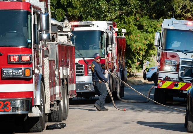 Wichita Falls firefighters battled a mobile home fire Monday afternoon.