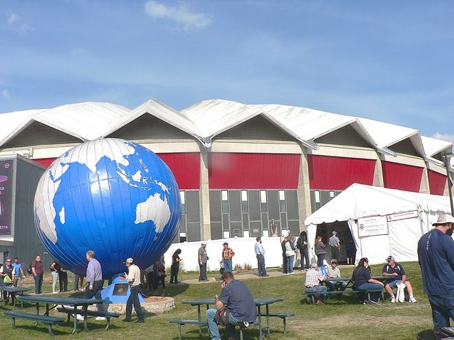 The landmark globe has changed its colors after a year off. And although the Badger Dairy Club has relocated its cheese sandwich tent, long lines indicate it was still easy to find.