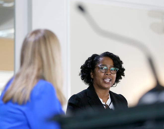Dispatch Managing Editor Kelly Lecker, left, moderates a discussion with Police Chief Elaine Bryant during a gathering of the Columbus Metropolitan Club at The Boat House restaurant on Wednesday.