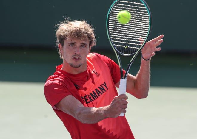 Александр Зверев тренируется перед BNP Paribas Open на одном из полигонов, 6 октября 2021 года.