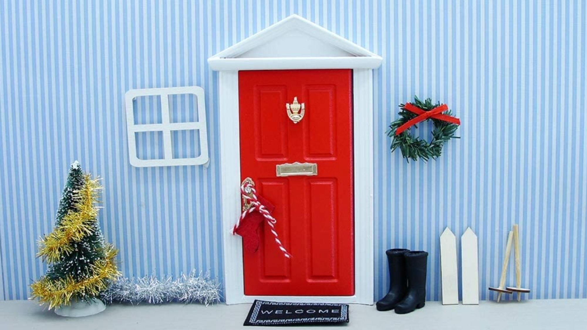 A tiny door to welcome your guest!
