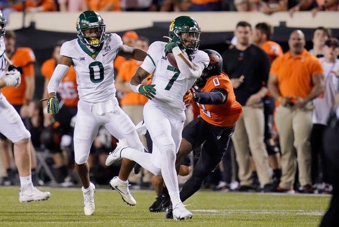 Baylor running back Abram Smith (7), a Abilene High grad, runs past Oklahoma State cornerback Christian Holmes (0) for a 55-yard touchdown run in the second half Saturday in Stillwater, Okla.