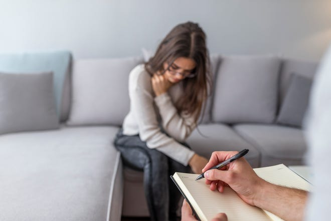 Finding a good therapist is a lot like dating – which means breaking up with your therapist closely (and perhaps eerily) resembles ending a relationship.