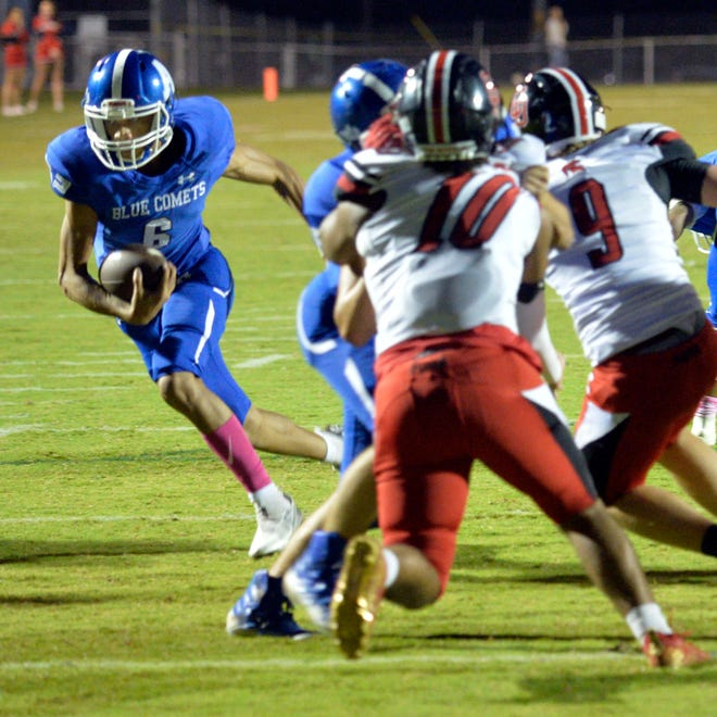 Asheboro quarterback Khyland Hadley-Lindsay heads for the end zone on a 6-yard touchdown run against Central Davidson. [Mike Duprez/Courier-Tribune]