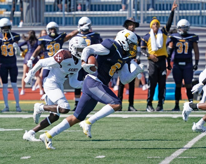 Siena Heights receiver Eric Williams III runs with the ball during a game against St. Xavier in 2021. [Telegram photo by Mike Dickie]