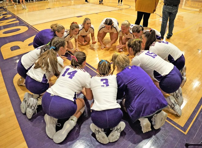 The Bronson Lady Vikings continued their unbeaten ways in the Big 8 conference with a sweep over Reading on Thursday