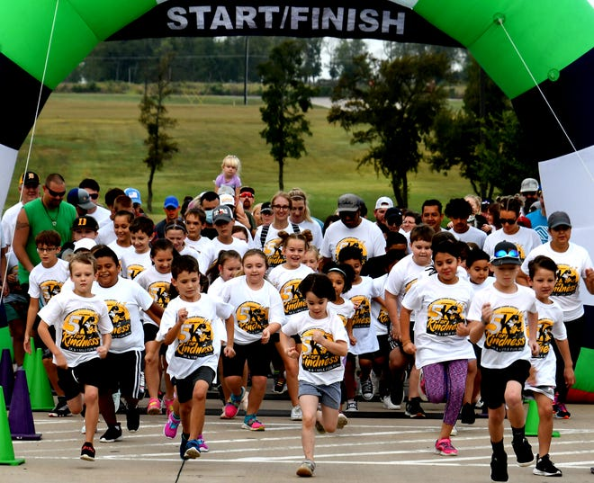A mass of excited school kids dressed in DISD 5K for Kindness t-shirts kicked off this year's event with a one-mile dash to the finish line. Proceeds from the event benefit the Denison Boys & Girls Club, the Denison Education Foundation and the Rachel Ramer Scholarship Fund.