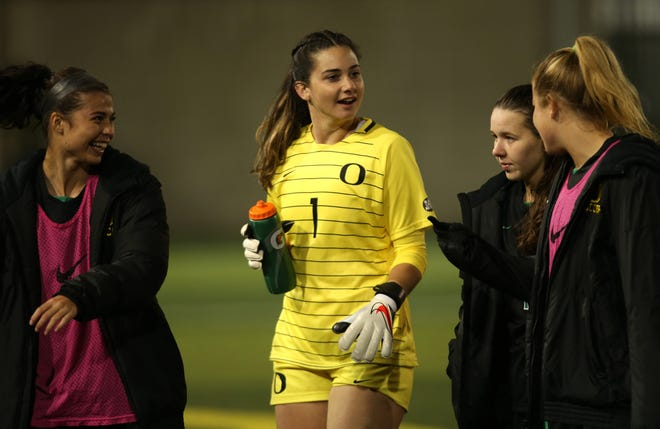 Oregon's Leah Freeman posted her second straight shutout with a 1-0 win over Arizona State on Sunday.