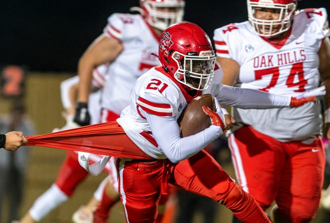 Oak Hills' Prince Thomas breaks a tackle attempt against Hesperia on Oct. 7, 2021.