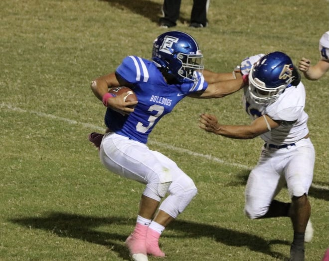 Eden High School's Julian Gamboa (3) runs the ball against Veribest in a District 14-1A Division I football game Thursday, Oct. 7, 2021, at Sanders Field in Eden.