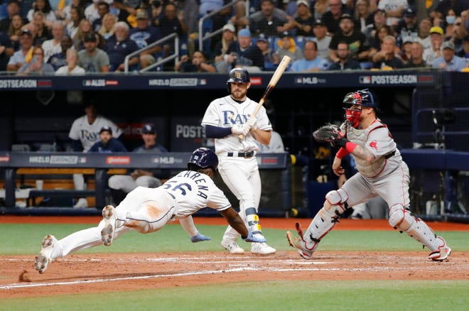 Randy Arozarena steals home against the Red Sox in the 7th inning.