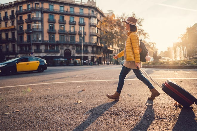 During early fall, bargain hunters are looking for fall travel deals but are hesitant to book. That's keeping travelers from planning too far ahead – and creating new discount opportunities.