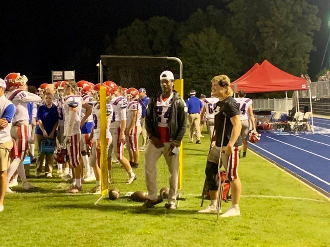 Sammy Brown (right) stands on the sideline with UGA commit Malaki Starks.