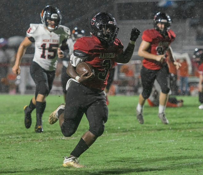 South Sumter's Jamare Dorsey (3) races to the end zone during Friday's game against Mount Dora at Inman Sherman Field in Bushnell. [PAUL RYAN / CORRESPONDENT]