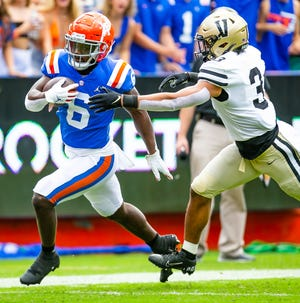 Florida running back Nay'Quan Wright (6) runs to the 1/2-yard line before being pushed out of bounds by Vanderbilt Commodores safety Dashaun Jerkins (3) in the first quarter Saturday at Ben Hill Griffin Stadium.