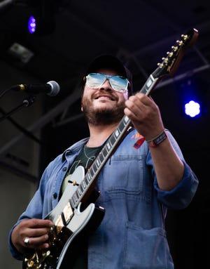 El artista estadounidense David Ramirez se presenta en el BMI Stage en el Austin City Limits Festival, el domingo 10 de octubre de 2021.