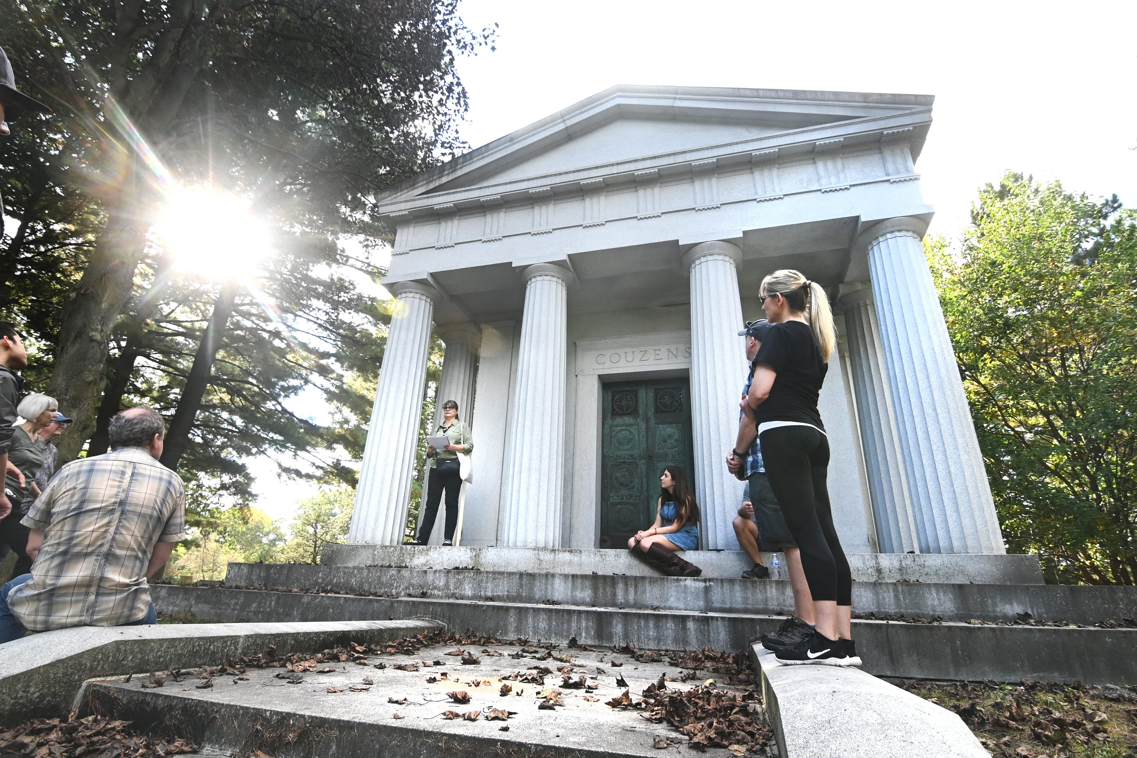 Woodlawn Cemetery tour