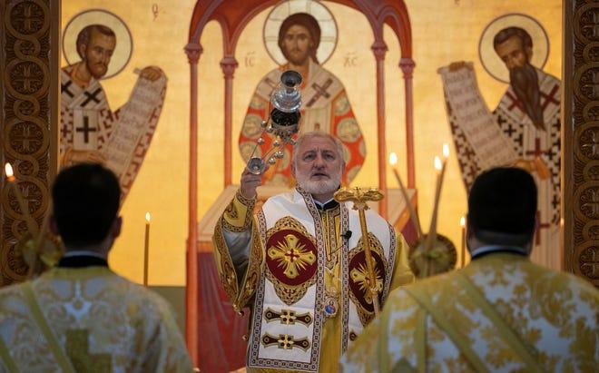 Ο Πρόεδρος της Ελληνικής Ορθόδοξης Εκκλησίας στις Ηνωμένες Πολιτείες ταξίδεψε στη Νοτιοδυτική Φλόριντα την Κυριακή 10 Οκτωβρίου 2021, στην εκκλησία της Αγίας Αικατερίνης στη Νάπολη.  Ο όγδοος Αρχιεπίσκοπος των Ηνωμένων Πολιτειών από την ίδρυση της Ελληνορθόδοξης Αρχιεπισκοπής το 1922 ήταν ο Αρχιεπίσκοπος των Ηνωμένων Πολιτειών Ελπιδοπόρος Λαμπρινίδης.