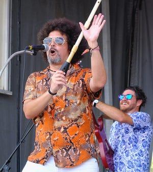 Jaime Ospina y Andres Villega de los Superfonicos tocan en el escenario de BMI durante el fin de semana 2 del Austin City Limits Music Festival, el 10 de octubre de 2021.