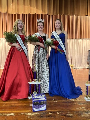 Lily Wigant, center was crowned the Galva Harvest Days queen. Runners up were Chloe Ruhl, right and Taylor Haga.