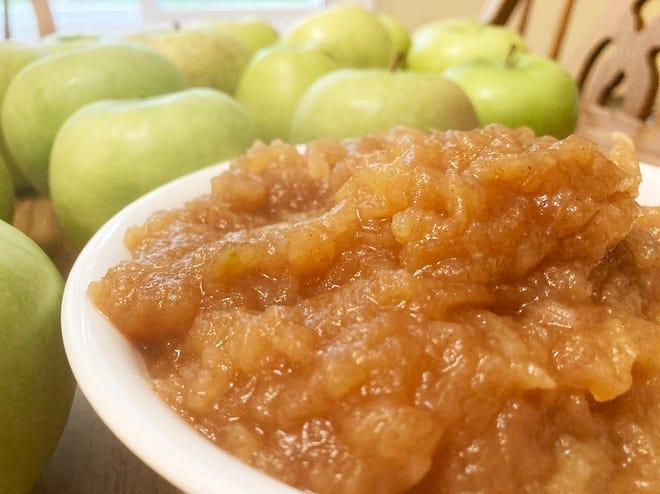 Gloria's chunky applesauce