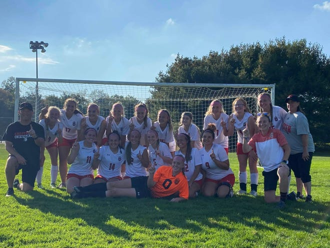 The Crestview Cougars won the 2021 Mid-Buckeye Conference tournament on Saturday with a 2-1 decision over Mansfield Christian.