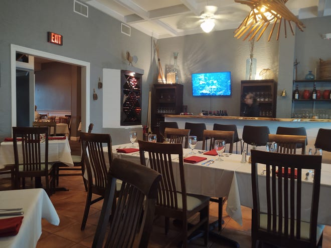 The Oar Restaurant is an appealingly modern, upscale white-tablecloth restaurant with a six-seater bar and dining tables in the front room and an additional dining area to the rear.