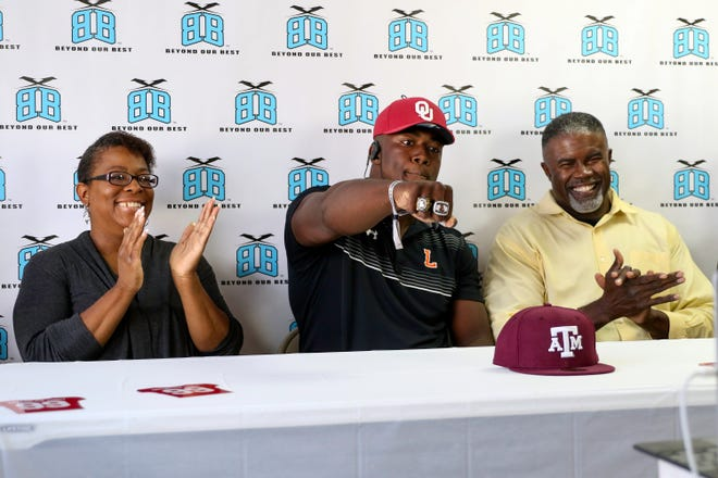Lakeland defensive lineman Gabriel Brownlow-Dindy announces he is committing to the University of Oklahoma. At left his mother, Shenia, and at right is his father, Terrance.
