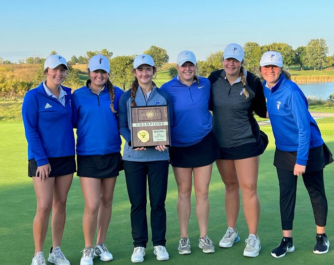 From left, Mallory Nelson, McKenna Merrick, Aliyah North, Kaitlyn Crough, Avery Scott and Raegan Peterson pose with their regional title after Monday's win.