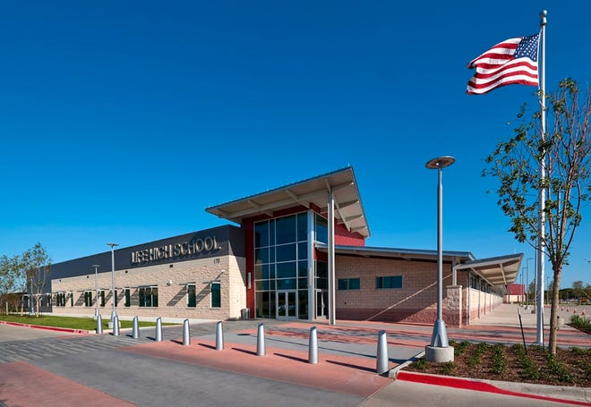 The exterior of Life High School Waxahachie.