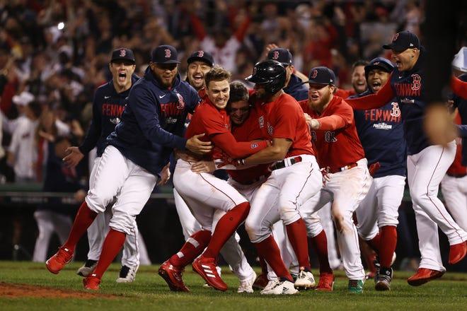 Jugadores de Red Sox celebran su triunfo ante Rays.