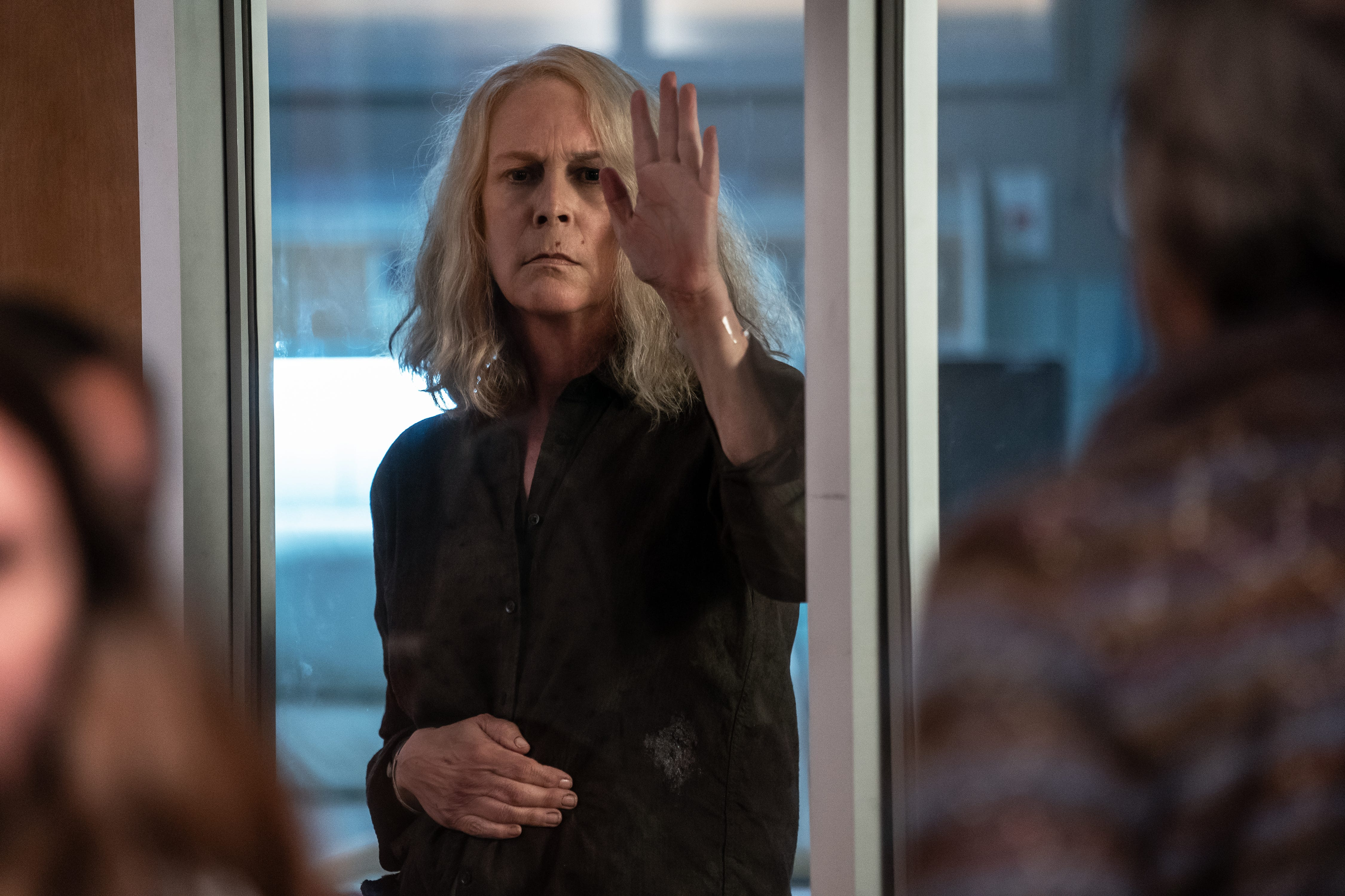 I ll say goodbye when I m dead : Jamie Lee Curtis talks a hospitalized Laurie in  Halloween Kills