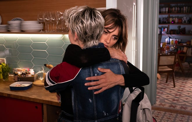 """The lives of Ana (Milena Smit, left) and Janice (Penelope Cruz) are intertwined after sharing a hospital room with """"parallel mothers."""""""