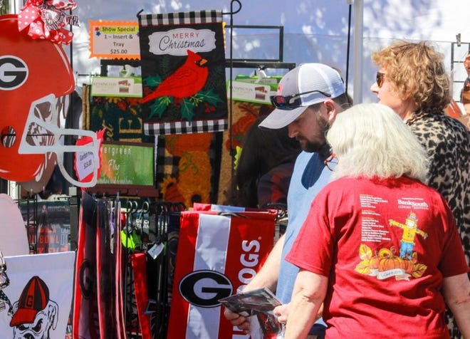 People look through crafts during the Oconee Chamber Fall Festival in 2020.