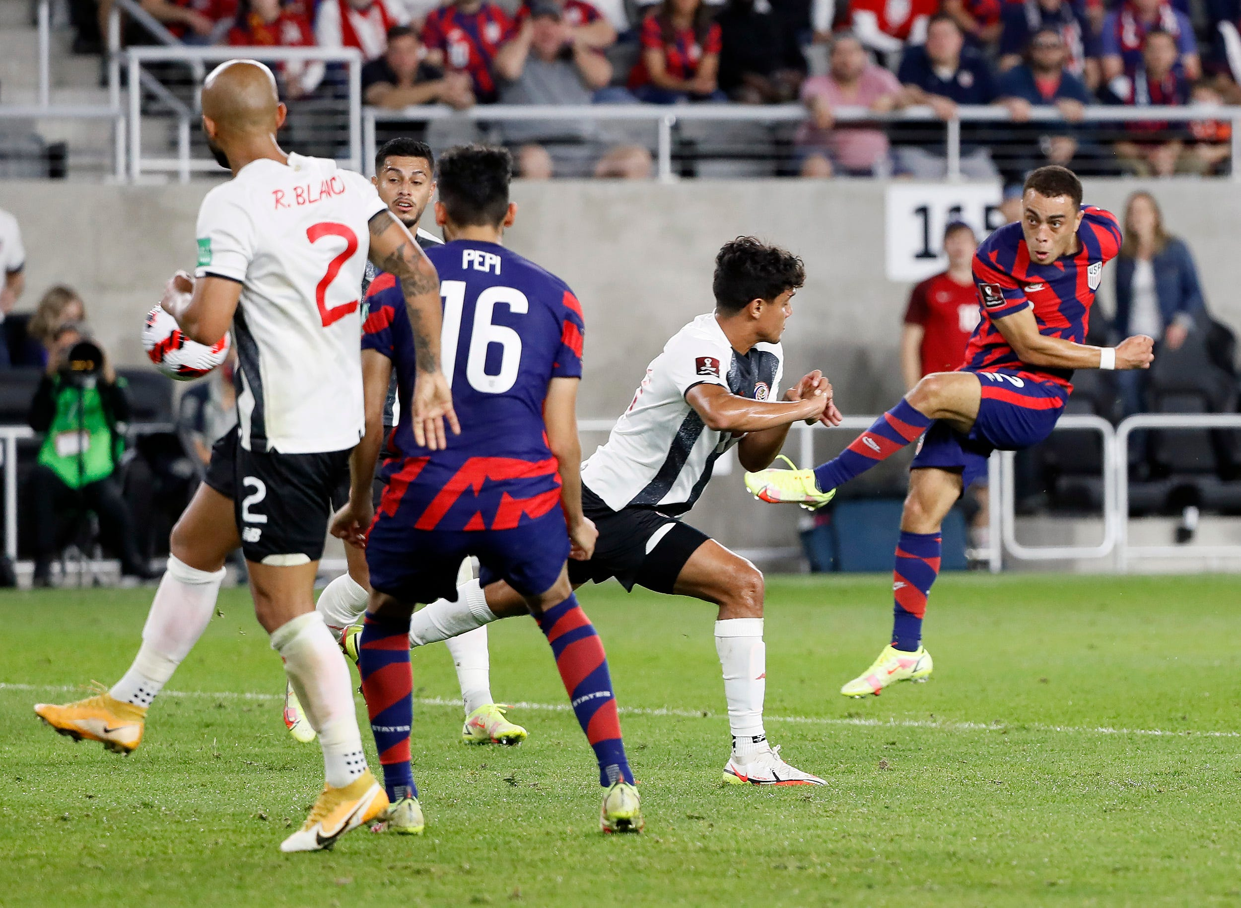 U.S. men's national soccer team erases early deficit, beats Costa Rica in World Cup qualifying