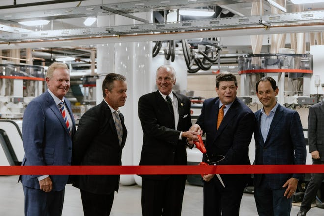 Gov. Henry McMaster cut the ribbon at new Pregis facility in Anderson, Wednesday, Oct. 13, 2021.