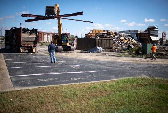 Klenck Company demolition contractors take down Logan's Roadhouse at the corner of Burkhardt Road and the Lloyd Expressway Tuesday afternoon, Oct. 12, 2021.