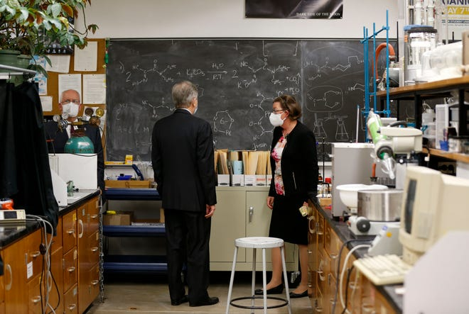 U.S. Sen. Roy Blunt takes a tour of a science lab in Missouri State University's Temple Hall, built in 1971, with Tamera Jahnke, dean of the College of Natural and Applied Sciences and MSU President Clif Smart on Wednesday, Oct. 13, 2021.