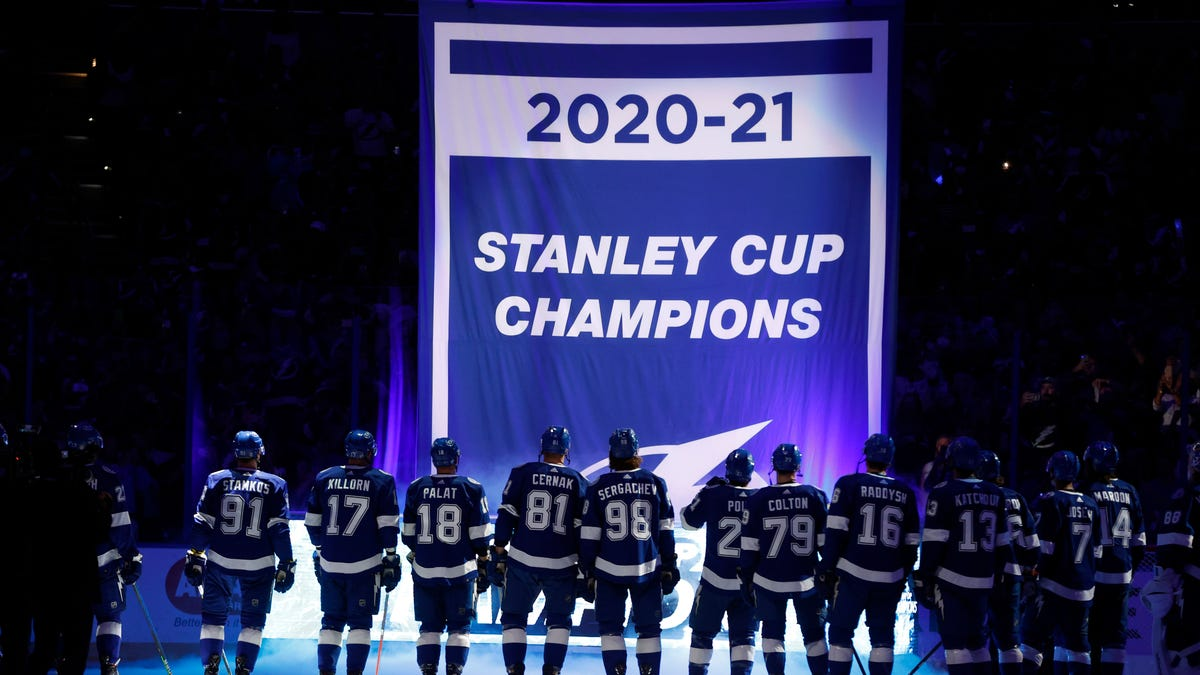 Tampa Bay Lightning receive even glitzier rings for second consecutive Stanley Cup title